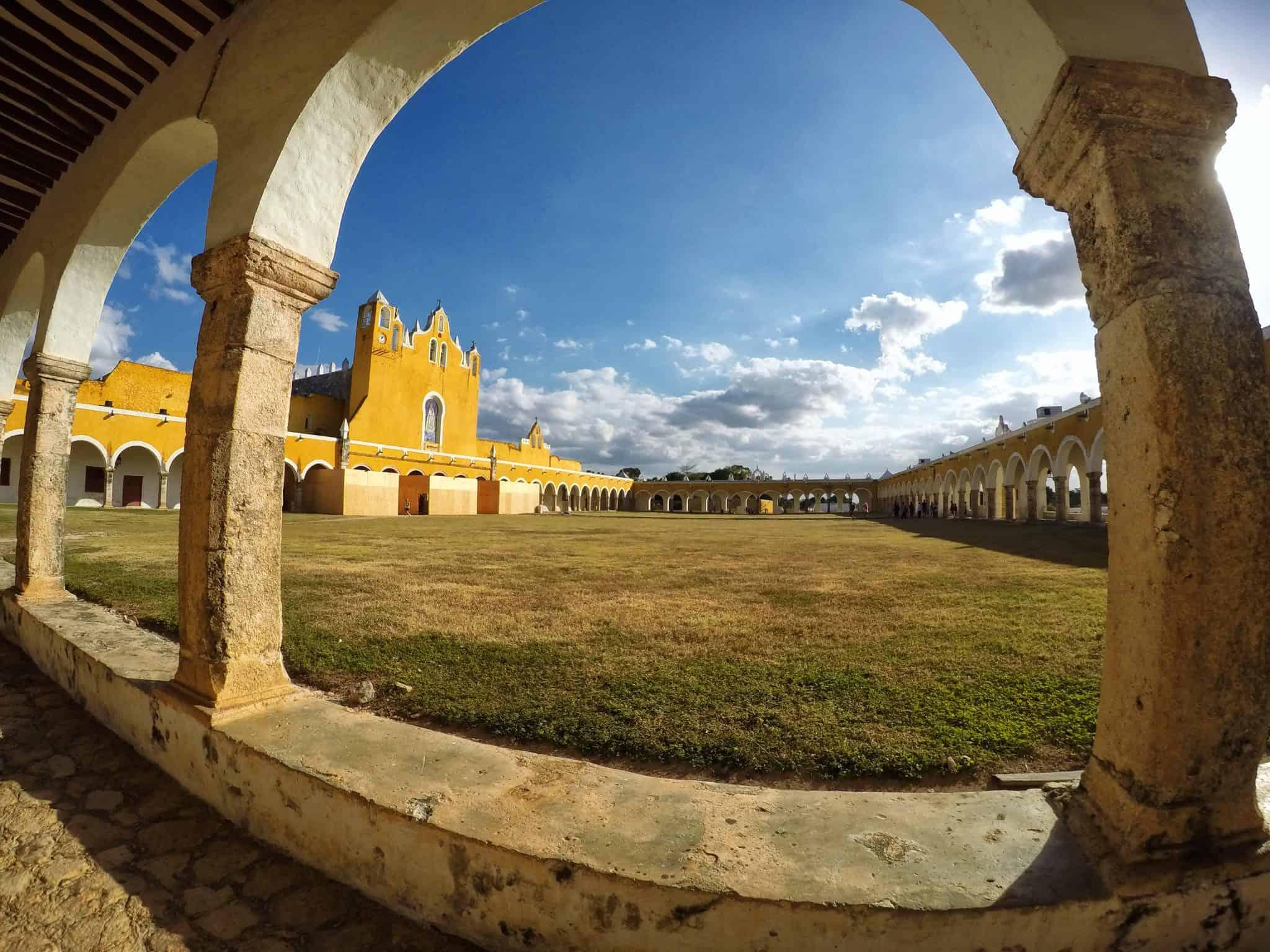 Monastério de San Antonio no centro de Izamal