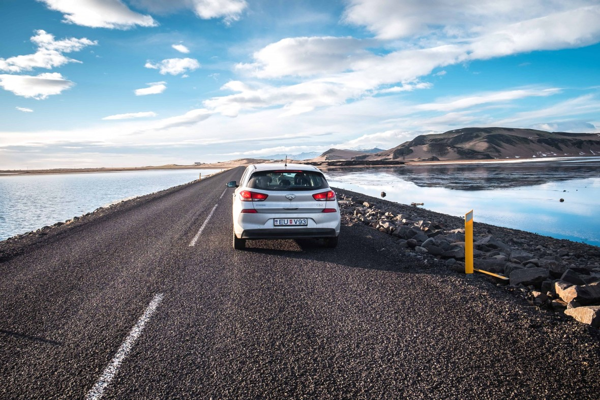 alugar carro na islândia