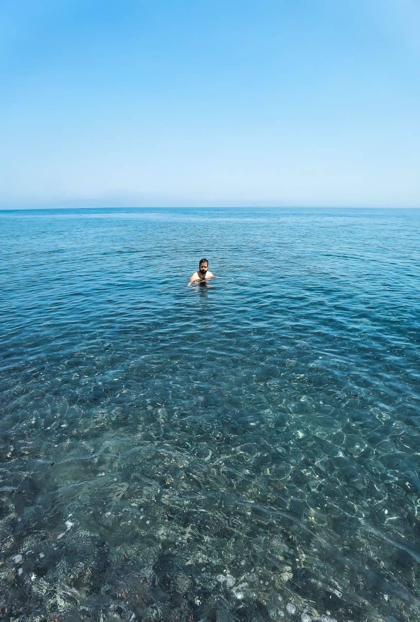 praia deserta santorini